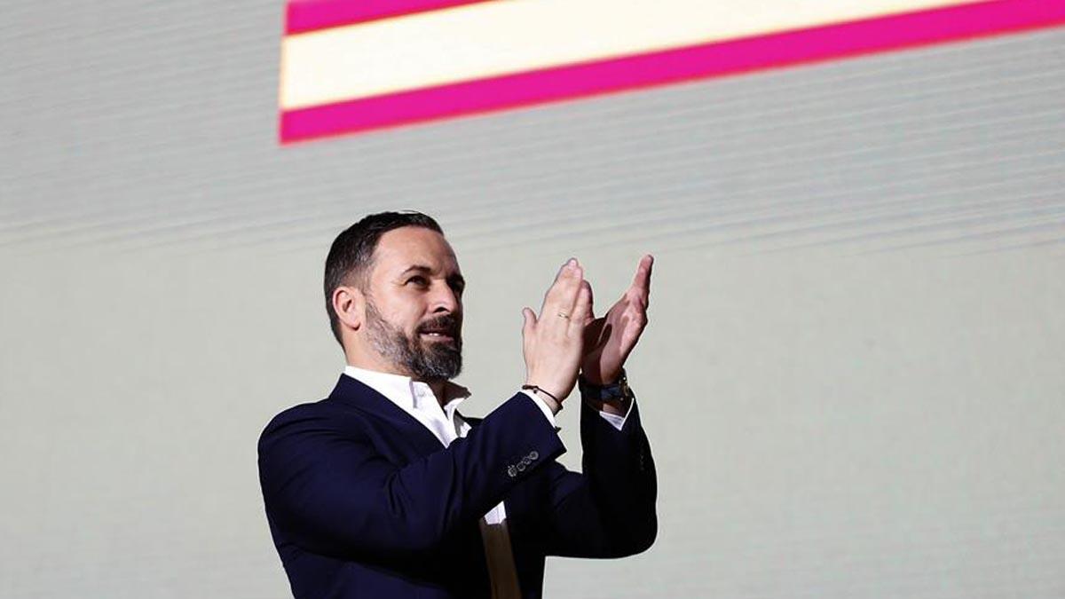 El líder de Vox, Santiago Abascal durante la asamblea general ordinaria del partido celebrado en Vistalegre en Madrid este domingo. Foto: EFE