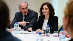 Enrique Ruiz Escudero e Isabel Díaz Ayuso se reúne con el Comité de Expertos del Nuevo Coronavirus de la Comunidad de Madrid. (Foto: Comunidad)