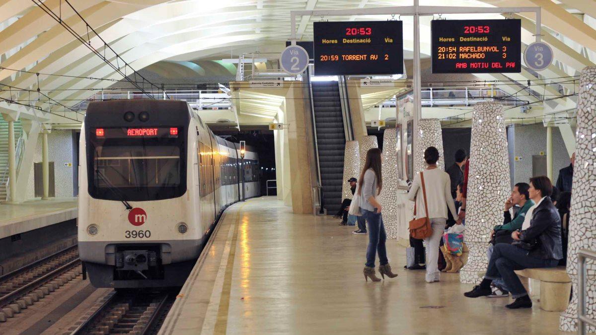 El metro es una de las opciones más utilizadas en Valencia durante las Fallas