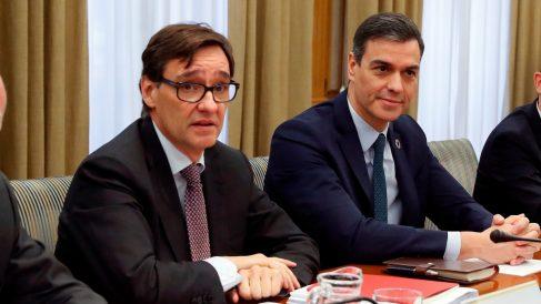 El presidente del Gobierno, Pedro Sánchez, junto al ministro de Sanidad, Salvador Illa.