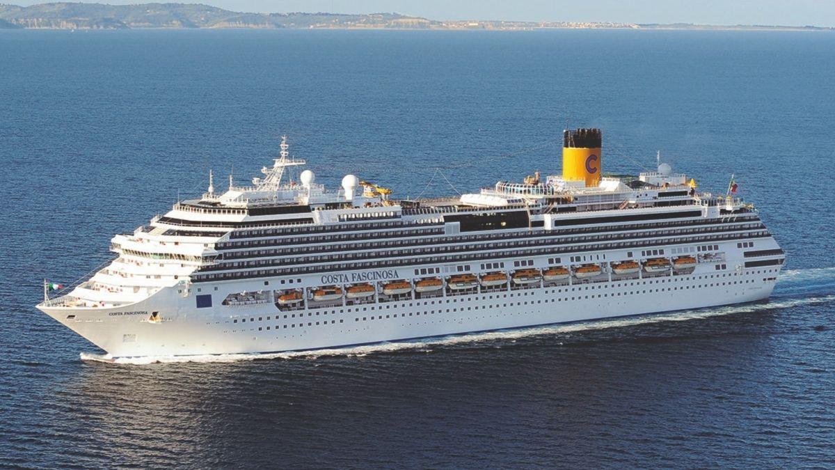 Barco de Costa Cruceros.