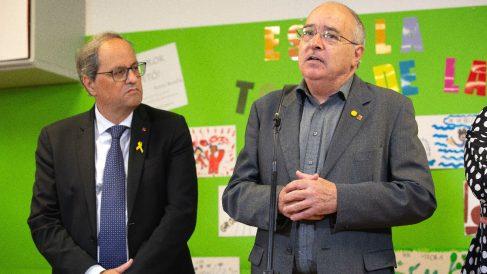 El presidente de la Generalitat, Quim Torra, y el consejero de Educación, Josep Bargalló. (Foto: Europa Press)