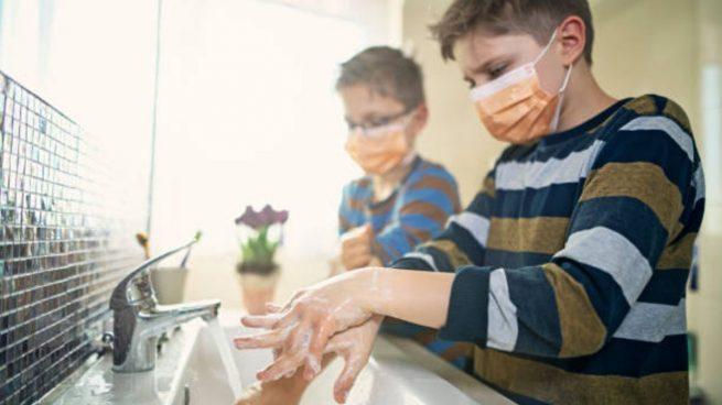 Resultado de imagen de niños estudiando en casa