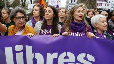 Irene Montero en la manifestación del 8-M en Madrid. (Foto: EFE)