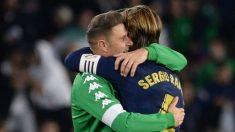 Joaquín y Ramos, abrazándose tras el Betis – Real Madrid.