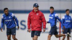 Aguirre y varios jugadores, durante un entrenamiento (Foto: CD Leganés).