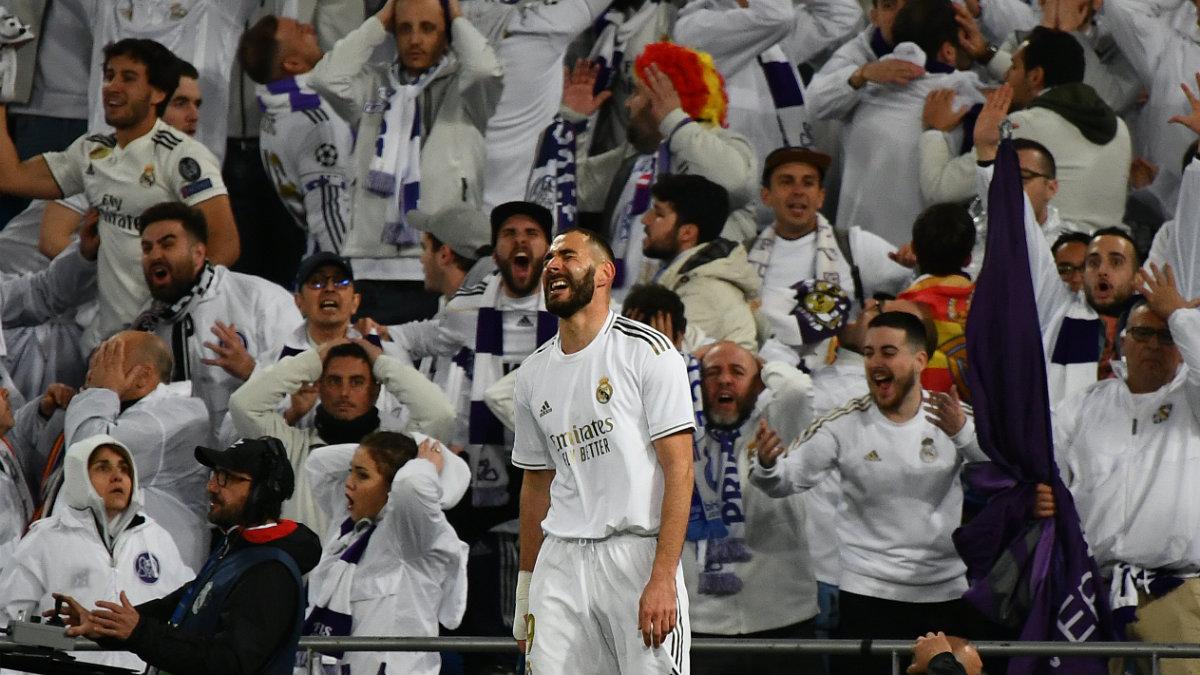 Aficionados del Real Madrid durante un partido del conjunto blanco. (AFP)
