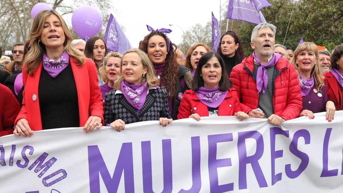 Marlaska y Begoña Gómez en la manifestación del 8M (Foto: EP)
