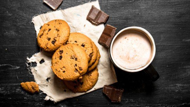 Receta de polos de galletas con chocolate y leche