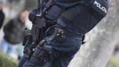 Imagen de archivo de dos agentes de la Policía Nacional. Foto: EP