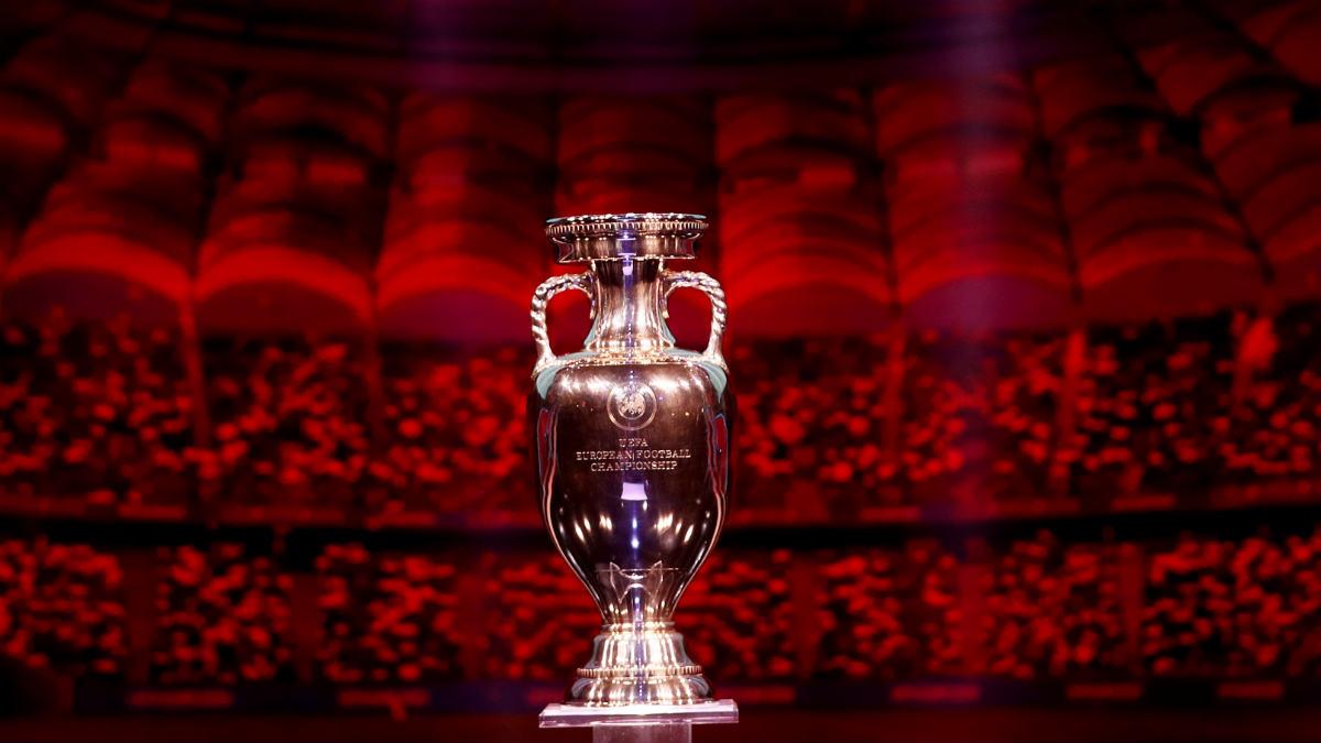 Una imagen del trofeo de la Euro 2020 el día del sorteo. (Getty)