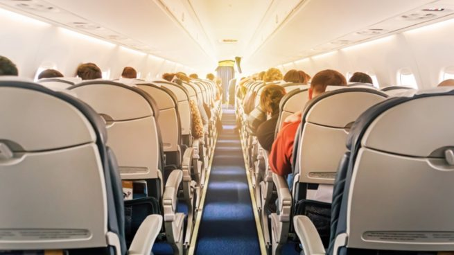Las aerolíneas dan un paso atrás: aumentan las compañías que cancelan vuelos en España por los rebrotes
