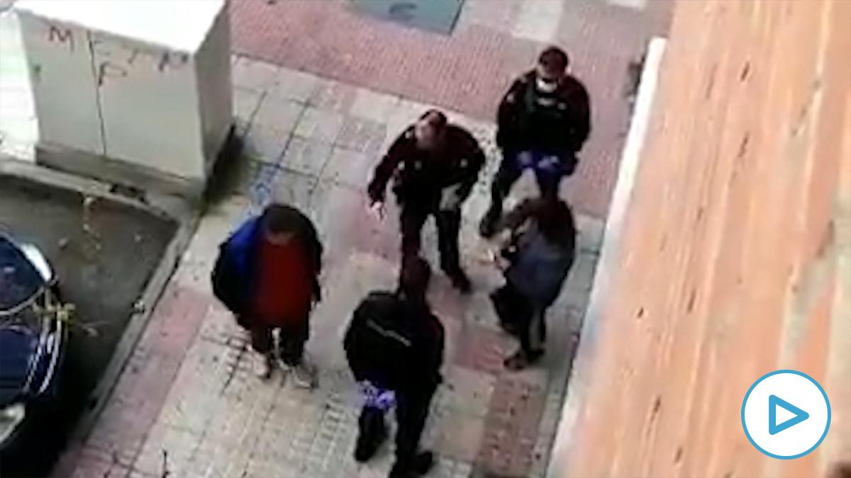 La Policía Nacional multa a un vecino òr s