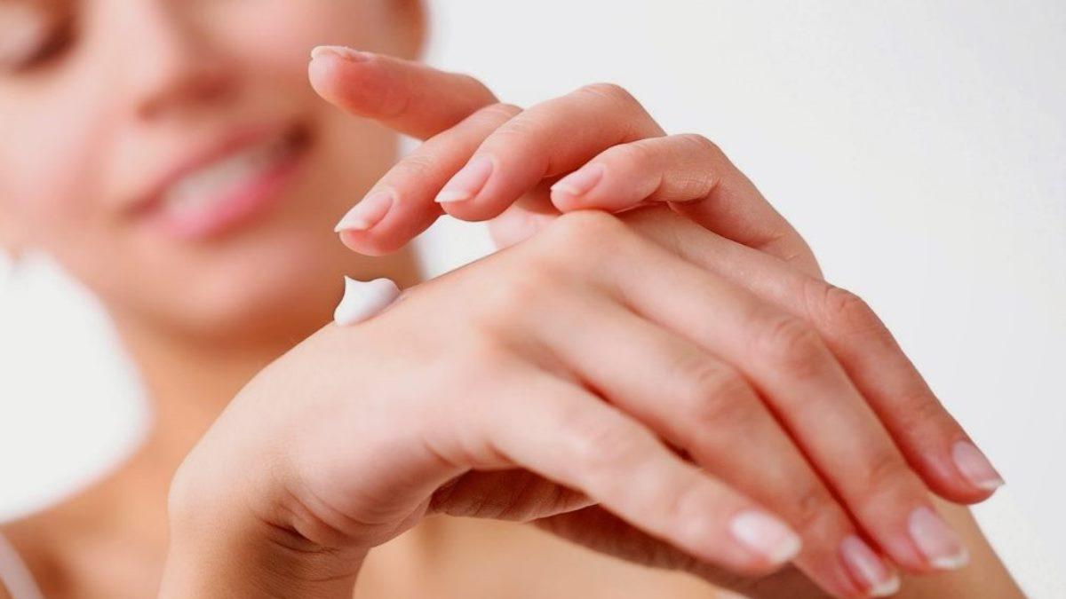 La crema hidratante es indispensable para revitalizar la piel
