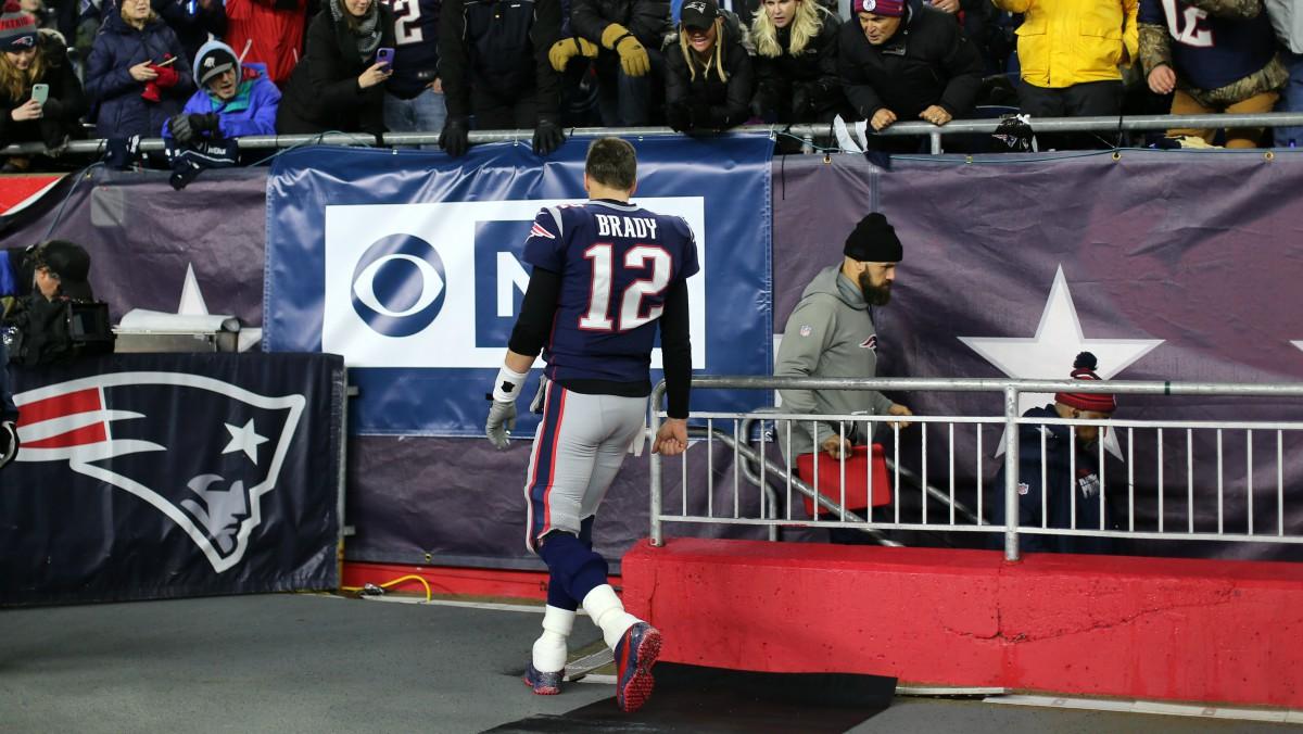 Brady se marcha tras un partido de los Patriots. (Getty)