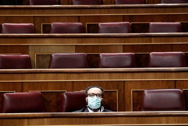 El diputado de Vox José María Sánchez García, de Vox, en el Pleno sobre el coronavirus. FOTO: EFE