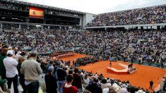 La pista central de Roland Garros, tras la victoria de Rafa Nadal. (AFP)