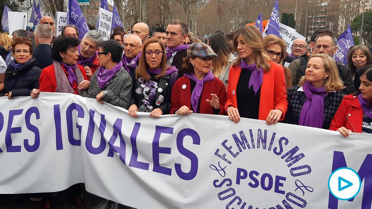 José Manuel Franco, delegado del Gobierno en Madrid, detrás de las ministras el 8M. (Foto: PSM)