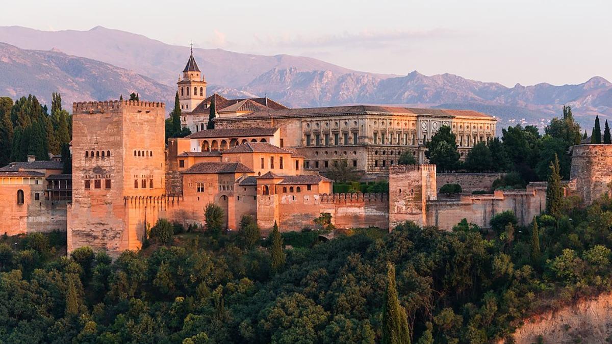 Andalucía en ocho provincias y ocho monumentos