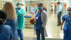Personal sanitario con mascarillas quirúrgicas de un hospital por el coronavirus. (Foto: Europa Press)