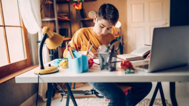 Estudiar en casa: las reglas para no perder el ritmo escolar durante la cuarentena