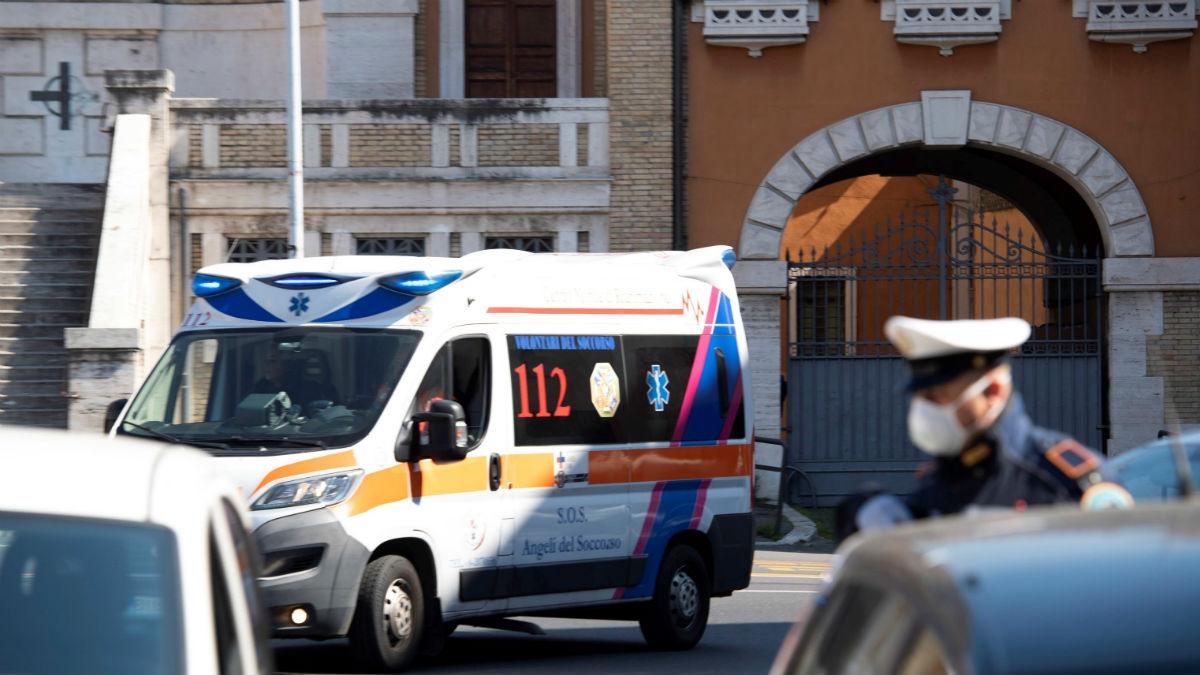 Una ambulancia en una ciudad italiana (Foto: EFE).