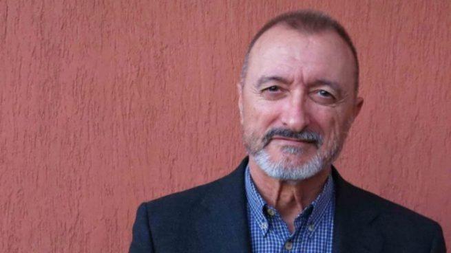 Twitter: Arturo Pérez-Reverte llama la atención a la Policía Nacional por escribir
