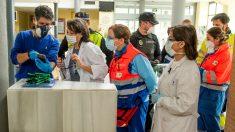 Las mascarillas protectoras escasean en los hospitales. Foto: EFE