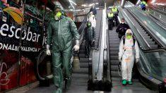 Militares españoles desinfectando el Metro de Valencia.