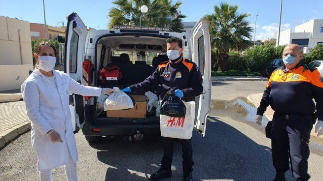 Almería.- Coronavirus.-Entregan 300 mascarillas fabricadas por 60 costureras de El Ejido para sanitarios y profesionales