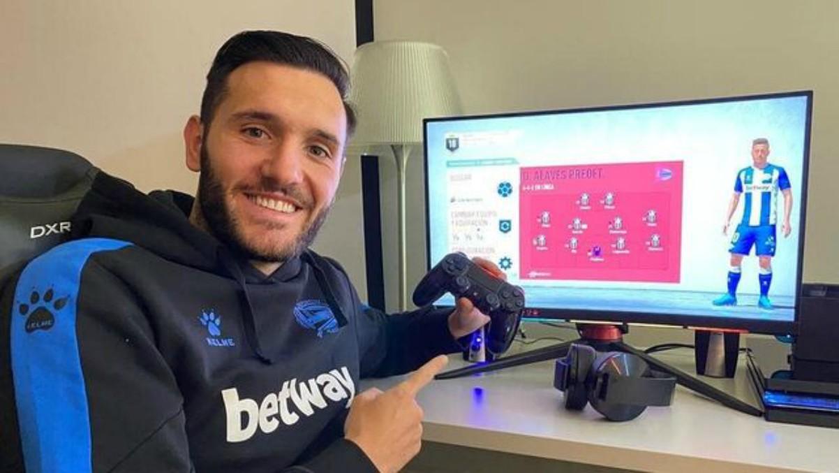 Lucas Pérez, antes de participar en el torneo de FIFA de la Liga.