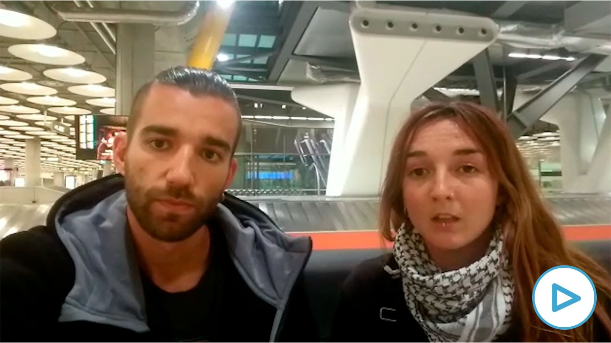 Diego y Celia, dos españoles atrapados por el coronavirus en el exterior.