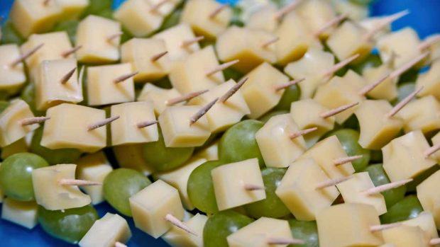 Bombones de uva con queso de cabra