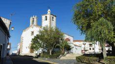 Plaza mayor de Santiago de Alcántara, una población de Cáceres de 530 habitantes.