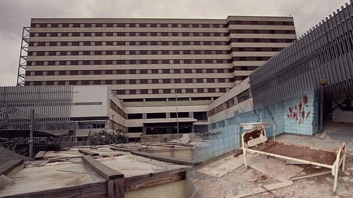 Juanma Moreno cumple su promesa: reactiva el Hospital Militar abandonado por el PSOE.