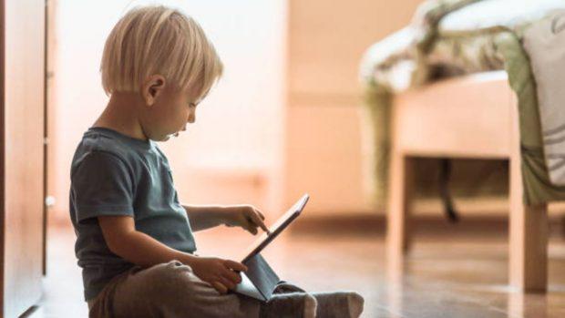 Cómo ayudar a los niños pequeños con el e-learning