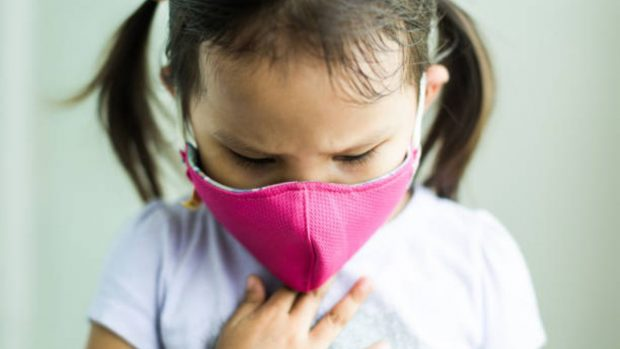 """Coronavirus: ¿cómo saber que el niño tiene dificultades para respirar"""""""