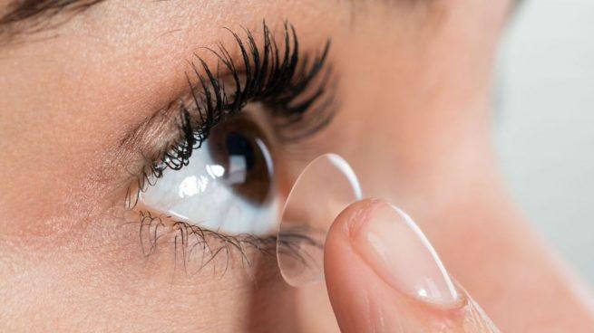 Los expertos no recomiendan utilizar lentillas por el coronavirus