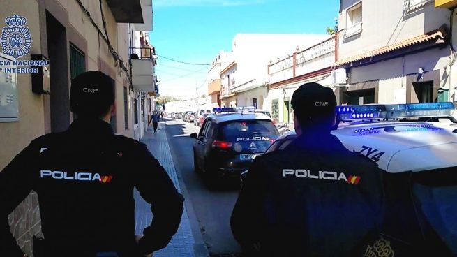 Detenidas dos personas por enfrentarse a la Policía que custodia residencias en Cádiz