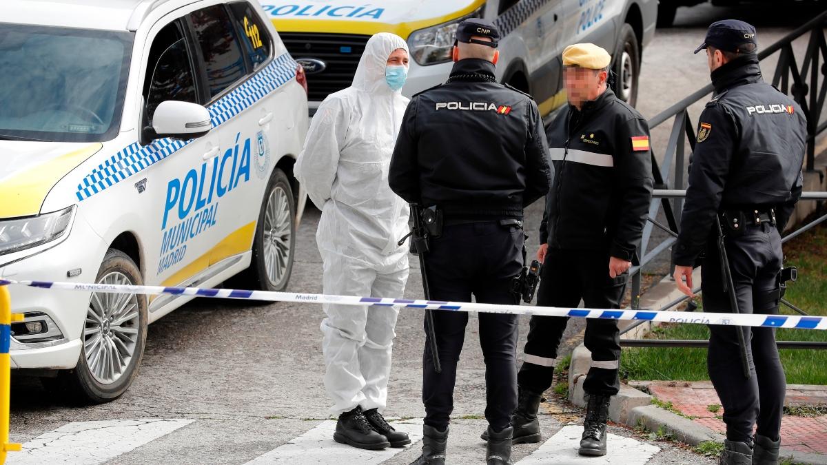 Agentes de la Policía Nacional operando junto a miembros de la UME en Madrid por el coronavirus