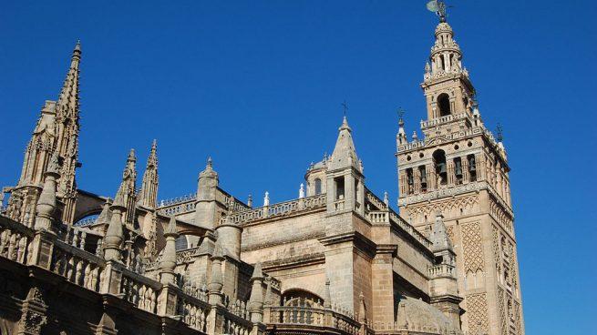 La catedral de Sevilla es uno de los edificios más destacados de la ciudad.