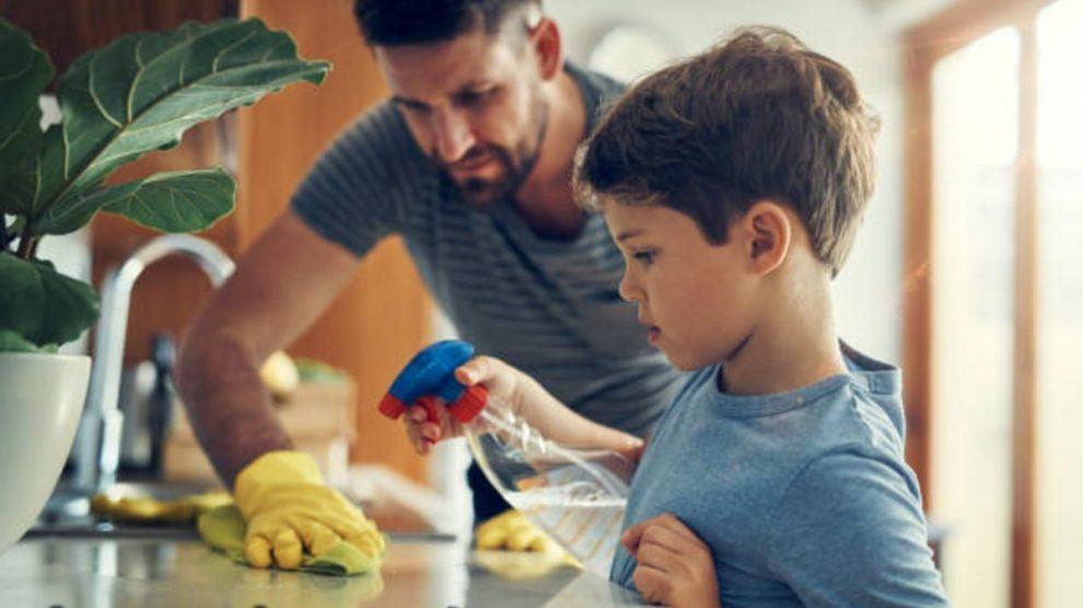 Conoce el riesgo de los desinfectantes para el coronavirus teniendo a los niños en casa