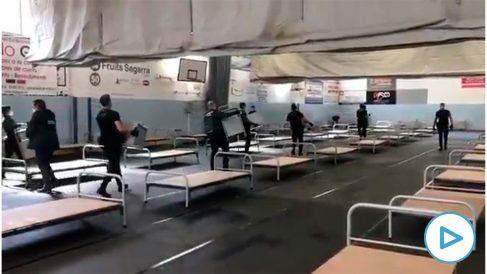 Guardias civiles montan un hospital de campaña en Sant Andreu de la Barca.