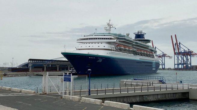 Un crucero con más de 650 tripulantes lleva cinco días atracado en el puerto de Málaga