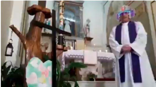 Facebook: Un cura retransmite la misa en directo y se olvida de desactivar los filtros