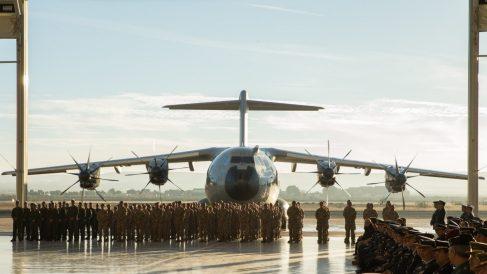 Un avión A400M durante el acto de recepción de la primera unidad en la base de Zaragoza.
