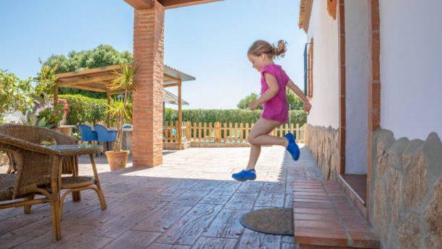 Juegos infantiles para que los niños jueguen en la terraza de casa