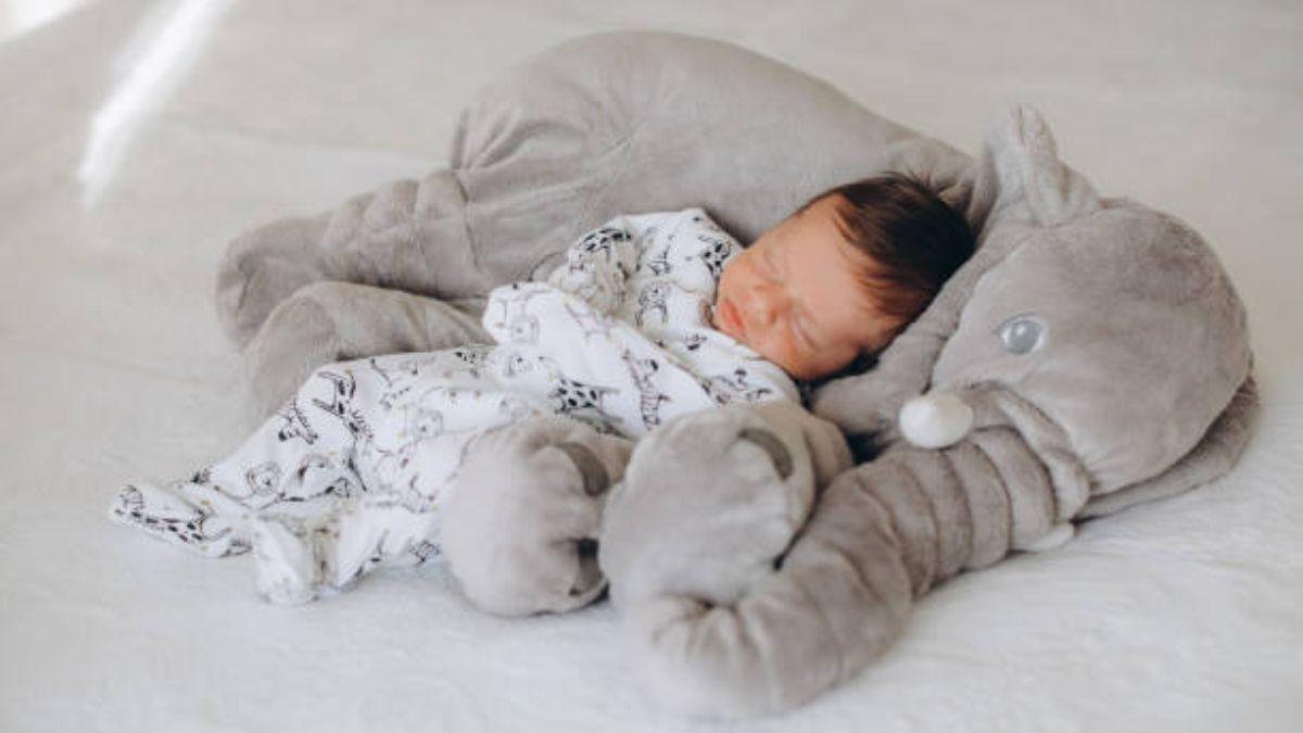 Descubre que implica que el bebé duerma mucho