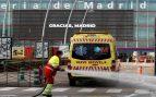 Desinfección a las puertas del Hospital de IFEMA, en Madrid.