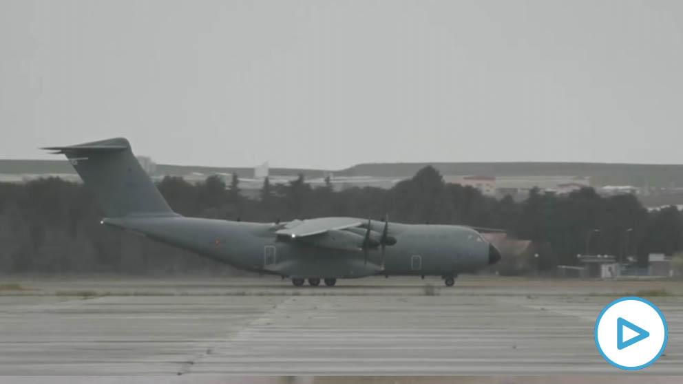 Avión A400M del Ejército del Aire llegando con material sanitario para combatir el coronavirus.